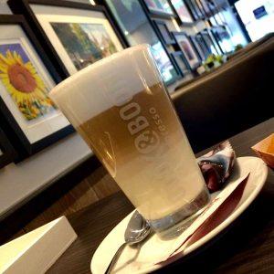 Latte bij De Broodjes Bar